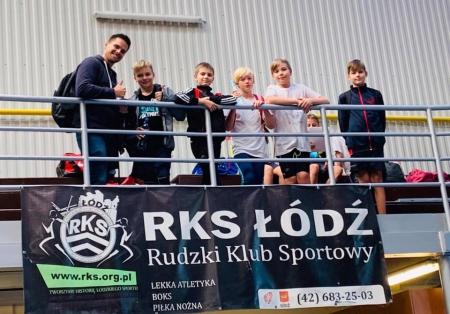 Zawody lekkoatletyczne na hali klubu RKS